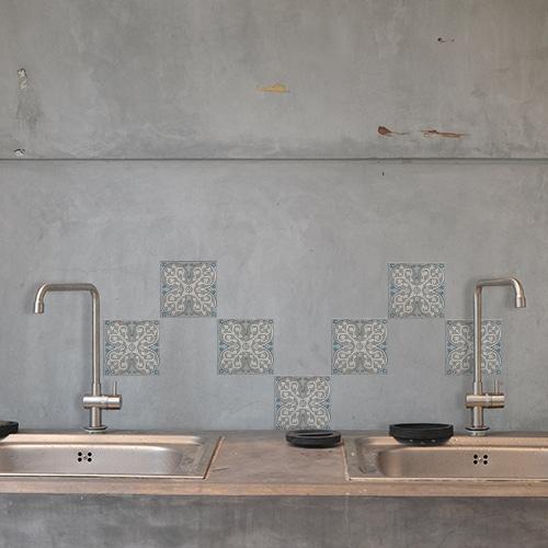 Stickers adhésif bleu et gris Elvas pour décoration de carrelage en béton gris de cuisine