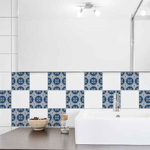 Autocollant bleu et blanc Acores décoration pour carrelage blanc de salle de bain moderne