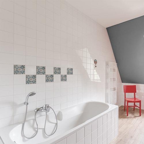 Stickers bleu et marron adhésif marvao pour décoration de carrelage blanc de salle de bain