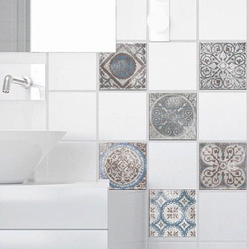 Stickers autocollant Marvao déco bleu et marron pour carrelage blanc de salle de bain