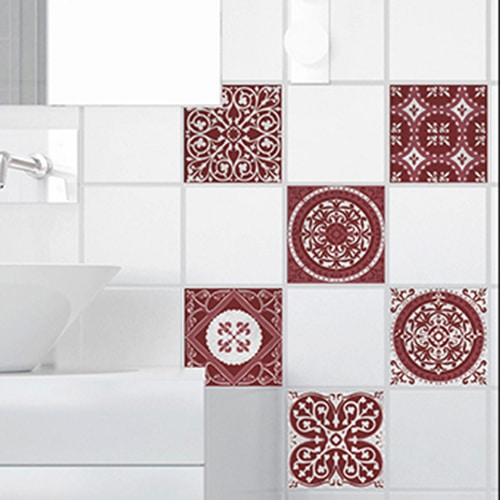Stickers adhésif déco Olhao gris et rouge pour carrelage de salle de bain blanche