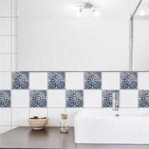 Autocollant déco Antico Tomar bleu pour carrelage blanc de salle de bain moderne