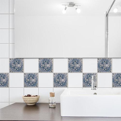 Adhésif bleu Antico Tomar décoration pour carrelage blanc de salle de bain moderne
