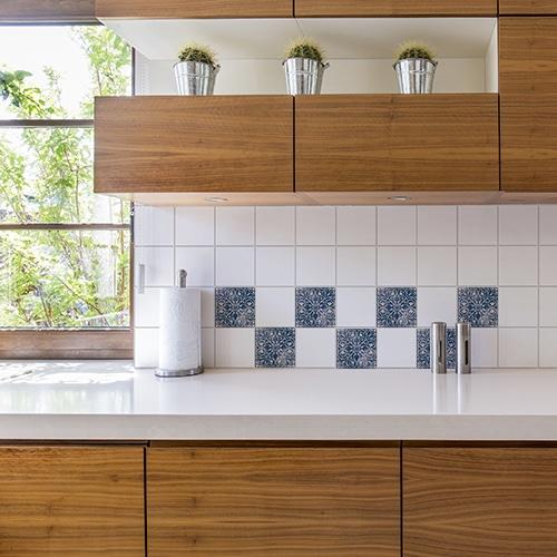 Adhésif Antico Tomar bleu décoration de carrelage blanc de cuisine en bois