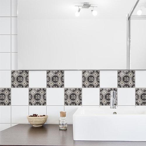 Adhésif Antico Brescia déco pour carrelage de salle de bain noir et blanc