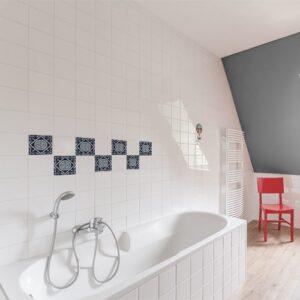 Adhésif Monza bleu décoration pour carrelage blanc de salle de bain