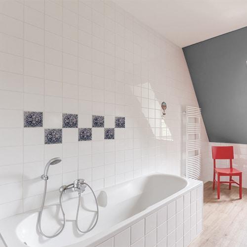 Autocollant déco carrelage Antico Monza bleu pour salle de bain blanche