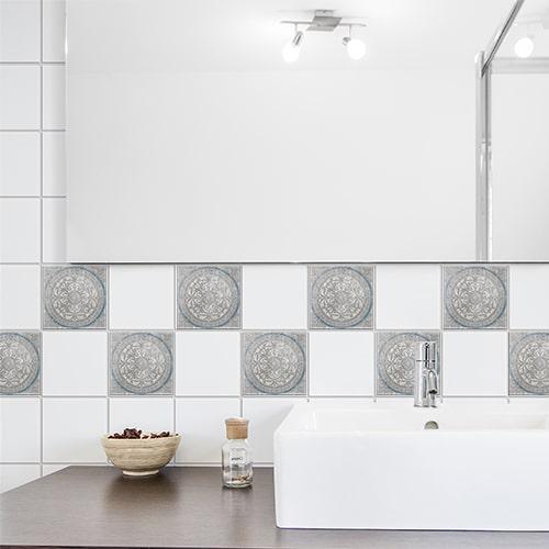 Stickers pour carrelage gris et blanc Antico Elvas pour déco de salle de bain
