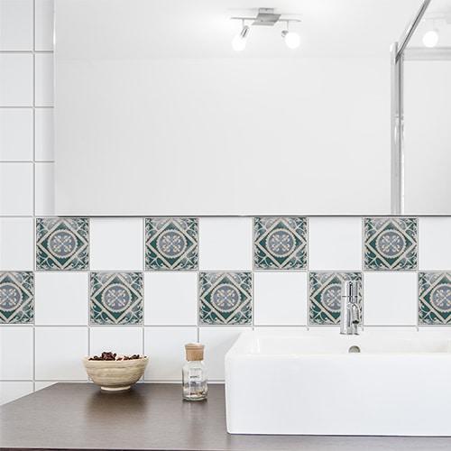Sticker adhésif Antico Forli pour carrelage dans une salle de bain au dessus d'un évier