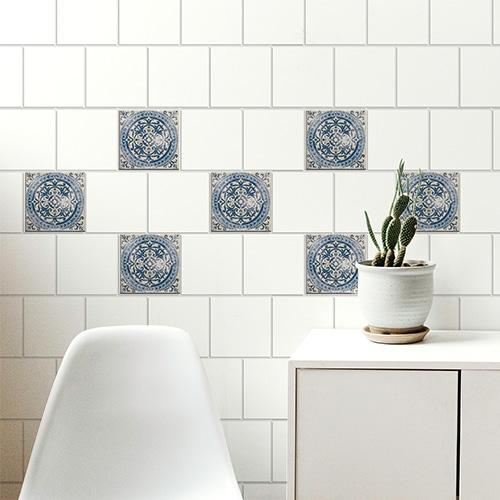 Autocollant gamme Antico Acores déco gris et bleu pour carrelage blanc de salle à manger