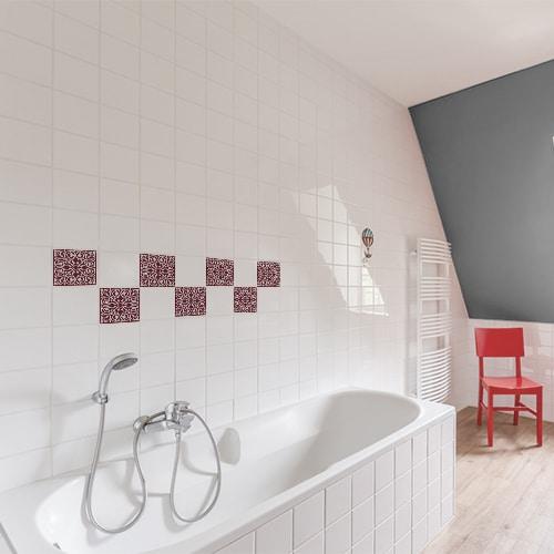 Autocollant ciment rouge pour décoration de carrelage blanc de salle de bain avec baignoire