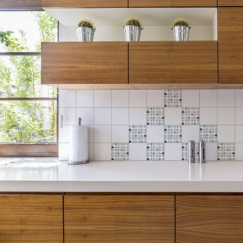 Autocollant décoration Amandala gris triangles carrelage mural blanc de cuisine en bois