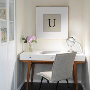 """Adhésif alphabet lettre """"U"""" beige et noir pour déco de cadre au dessus du bureau"""