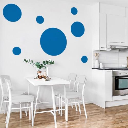 Sticker autocollant rond bleu pour déco de mur blanc de salle à manger