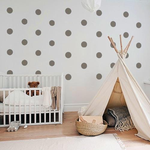 Autocollant rond taupe pour décoration de mur blanc de chambre d'enfant