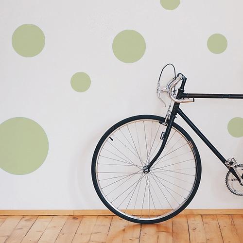 Adhésif décoration rond vert pâle pour mur blanc de salon