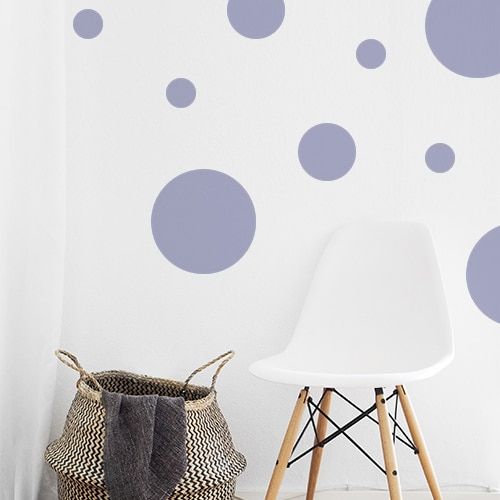 Autocollant décoration rond violet pâle pour mur blanc de salon