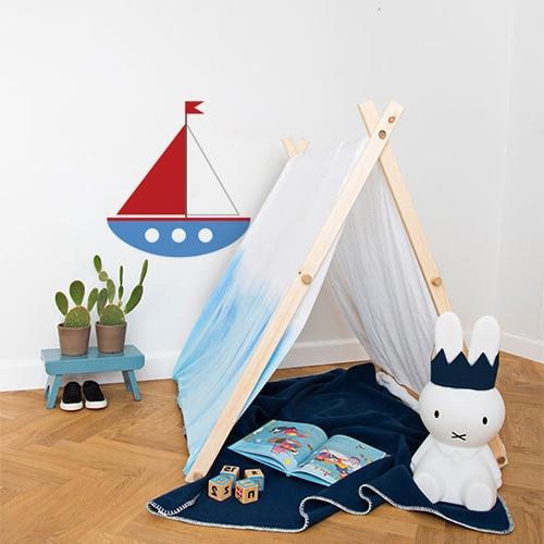 Sticker géant voilier collé dans une salle de jeux pour enfants