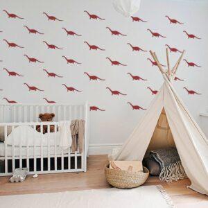 Foule de petits stickers dino rouges collés dans une pièce pour enfants