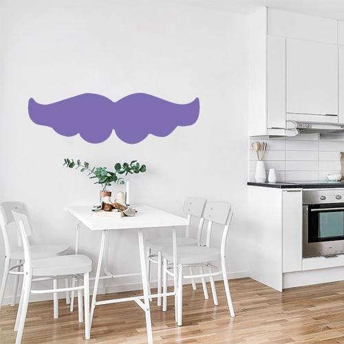 sticker autocollant géant moustache bien fournie violette colé au mur d'une cuisine