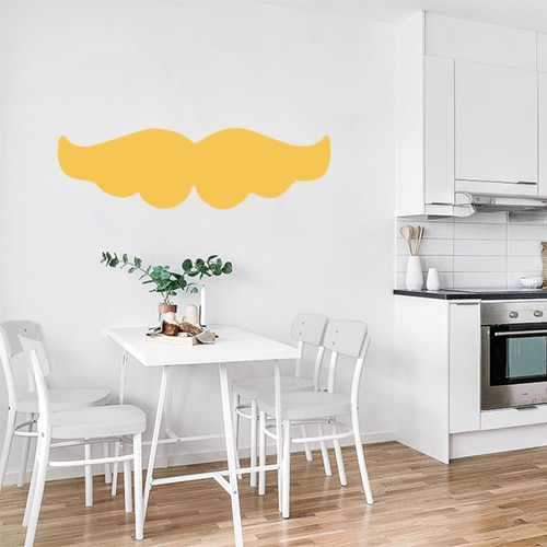 sticker moustache jaune autocollant posé au mur d'une cuisine