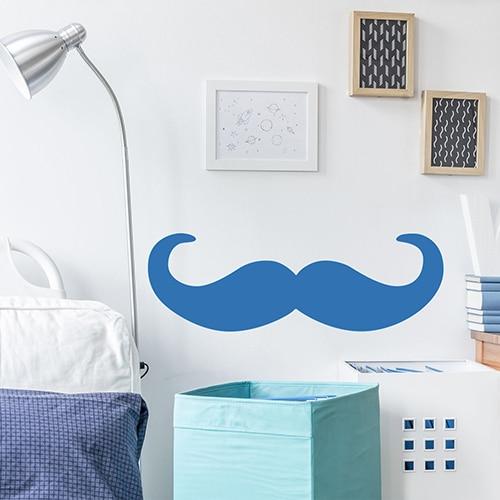 sticker mural géant moustache en croc bleue dans une chambre d'adulte