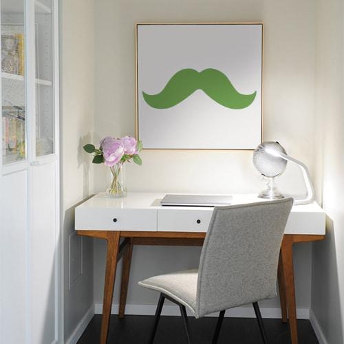 sticker mural moustache verte collé sur un tableau mural