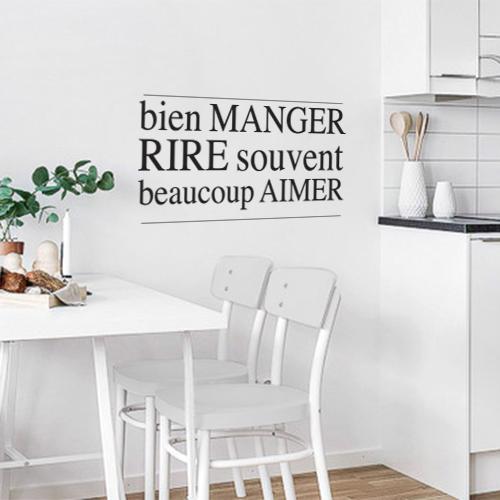 Sticker Bien manger citation dans une cuisine moderne ouverte moderne