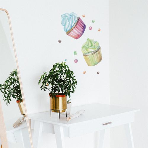 Sticker mural Cupcakes à côté d'un miroir et une plante