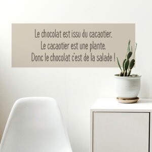 """Autcollant citation """"le chef a toujours raison"""" sur mur de cuisine moderne"""