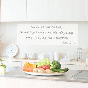 Sticker mural citation livre de recettes dans cuisine avec bons légumes