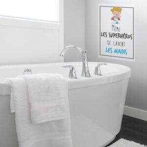 Sticker affiche adhésive superhéros et mains pour déco murale de salle de bain