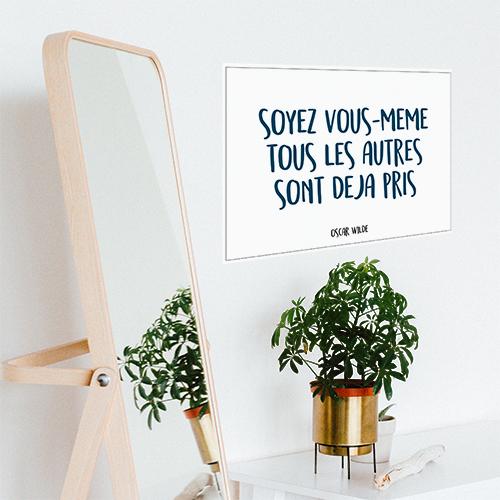 Sticker mural Soyez vous même à côté d'un miroir et d'une plante