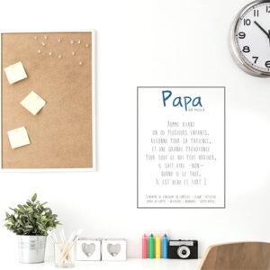 Sticker mural Papa posé entre une horloge et un cadre