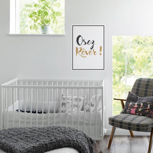 Sticker autocollant Oser Rêver au dessus d'un lit dans une chambre d'enfant