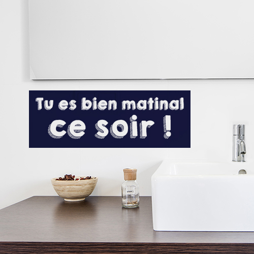 Sticker adhésif Tu es bien matinal citation à côté d'un lavabo de salle de bain moderne