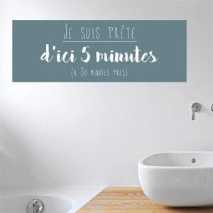 Sticker mural je suis prête au dessus d'une baignoire de salle de bain