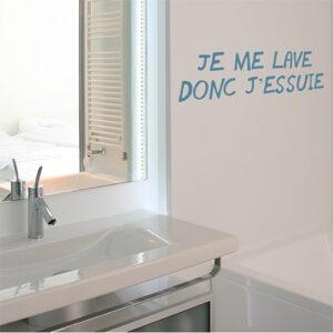 """Sticker adhésif je me lave donc..."""" citation pour décoration de salle de bain"""