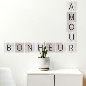 Adhésif déco de murs citation sur le bonheur et l'amour pour salon et mur blanc