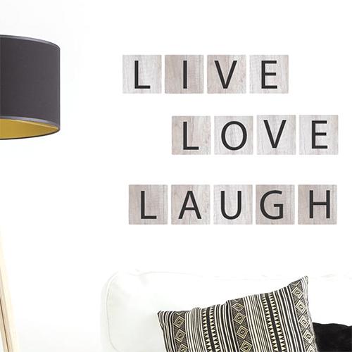 Sticker adhésif Live Love Laugh à côté d'une lampe