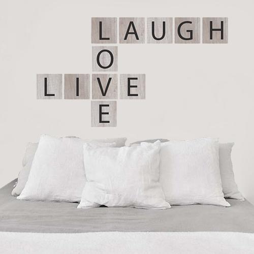 Sticker mural Live Love Laugh au dessus d'une tête de lit
