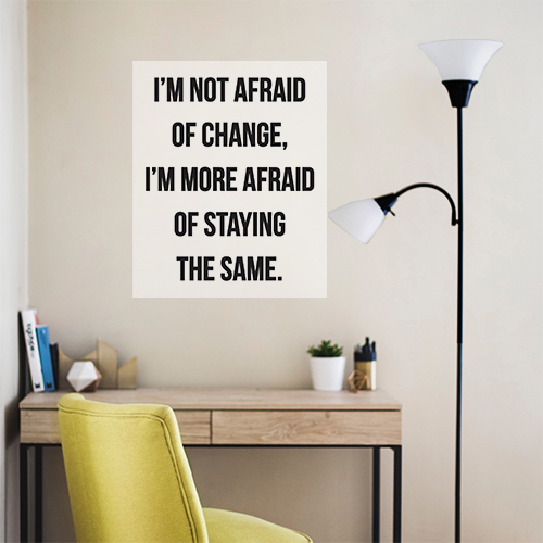 Sticker autocollant I'm not afraid au dessus d'une lampe de salon