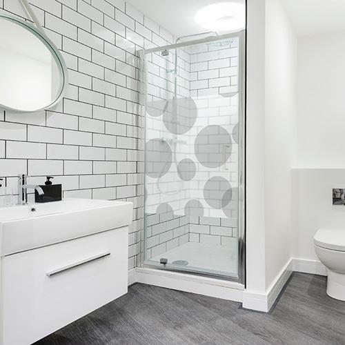 Sticker autocollant Bulles de savon dans une salle de bain