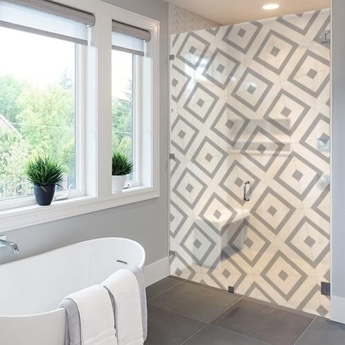 sticker décoratif autocollant motifs losanges d'inspiration méditérranéenne collé sur la vitre de douche d'une salle de bain moderne