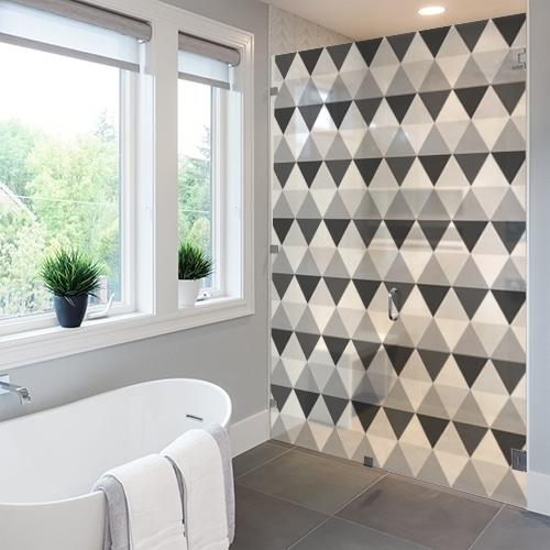 Sticker décoratif adhésif Motifs losanges gris et noirs collé sur le mur d'une salle de bain luxueuse avec une baignoire rétro