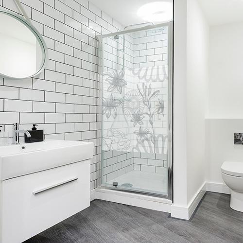 Autocollant gris décoration paroi de douche Fleurs des Champs pour salle de bain grise