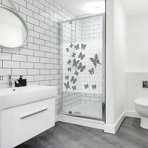 Adhésif nuage de papillons sticker gris pour paroi de douche de salle de bain moderne