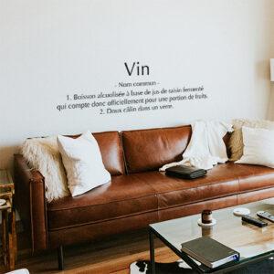 Sticker déco Vin dans un salon au dessus d'un canapé en cuir