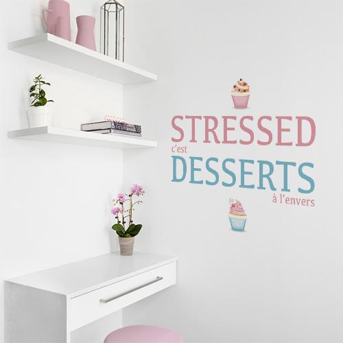 Sticker autocollant Stressed dessert à côté d'une étagère
