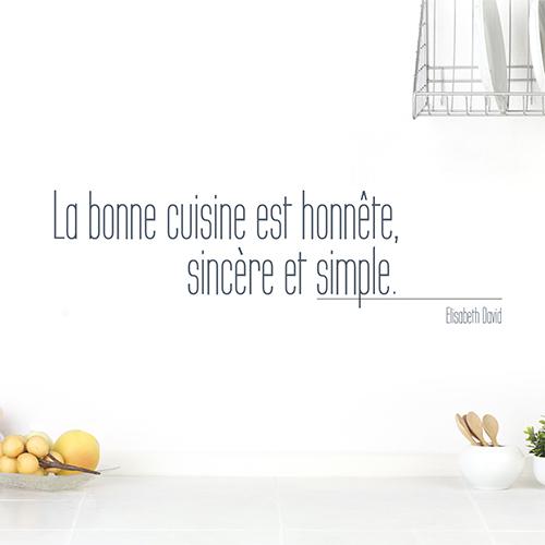 Sticker mural citation La bonne cuisine sur un mur de salon